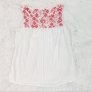 Gap sleeveless floral embroidered pleated top